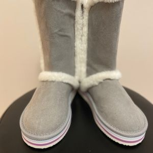 Girls boots w/ fuzzy lining.Old Navy.Size:13 Grey